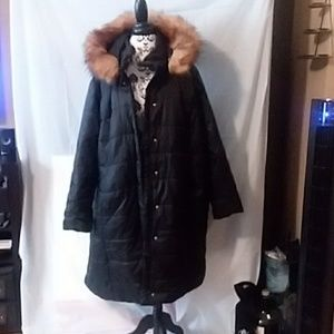 Knee-length quilted parka with faux fur trim hood